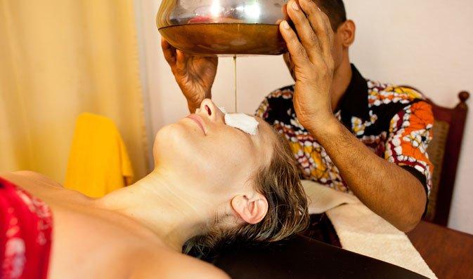Massage du cou ayurvédique Sri lankais