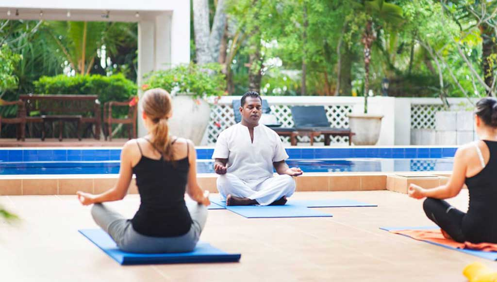 Yoga e Ayurveda al ritiro di yoga di Surya Lanka nello Sri Lanka
